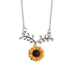 Asatr Personality Fashion Women Jewelry Sunflower Pendant Necklace Chain Gif Pendant Necklaces